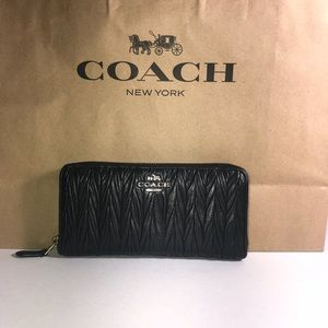 ❤️Coach Accordion Twisted Gathered leather wallet